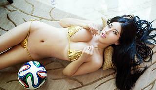 Reizvolle asiatische Bikini.