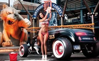 Foto des Mädchens und Sportwagen